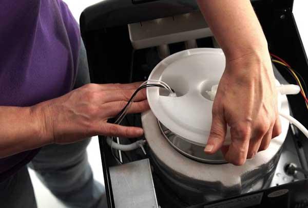 بررسی اتصالات برقی آبسردکن